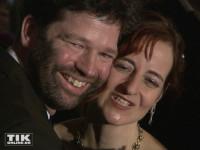 """Sissis Ur-Ur-Enkel Leopold Prinz von Altenburg posiert mit seiner Ehefrau Juliane bei der """"Elisabeth""""-Musical-Premiere in Berlin"""