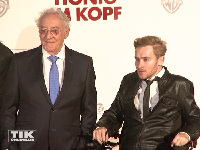 """Dieter Hallervorden mit Samuel Koch auf der Premiere von """"Honig im Kopf"""""""