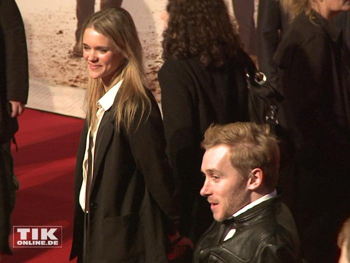 """Samuel Koch und seine Freundin Sarah Elena Timpe auf der Premiere von """"Honig im Kopf"""""""