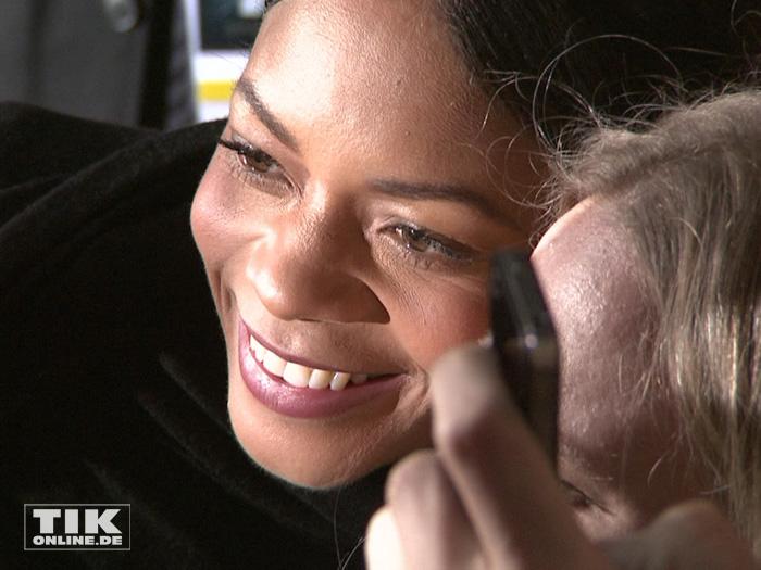 """auch """"Miss Moneypenny"""" Naomie Harris war bei der """"James Bond - Spectre""""-Premiere in Berlin ein begehrtes Foto-Objekt"""