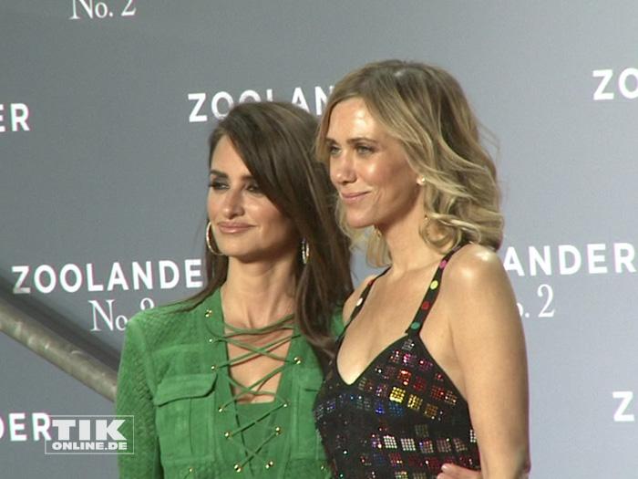 """Penelopé Cruz und Kristen Wiig posieren auf der """"Zoolander 2""""-Premiere in Berlin"""