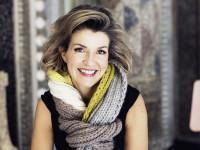 """Anne-Sophie Mutter unterstützt die Aktion """"Ein Schal fürs Leben"""" zu Gunsten der Organisation """"Save the Children"""""""