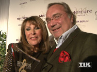 Ireen Sheer posiert mit ihrem Ehemann und Manager Klaus-Jürgen Kahl bei den Smago Awards in Berlin