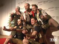 voXXclub präsentieren stolz ihre Trophäen bei den Smago Awards in Berlin