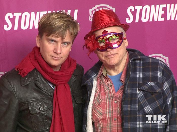 """Rosa von Praunheim und sein Lebensgefährte Oliver Sechting bei der Premiere des Films """"Stonewall"""" in Berlin"""