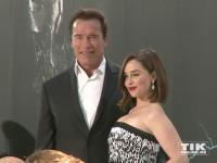 """Arnold Schwarzenegger und seine Filmpartnerin Emilia Clarke bei der Premiere von """"Terminator Genisys"""" in Berlin"""