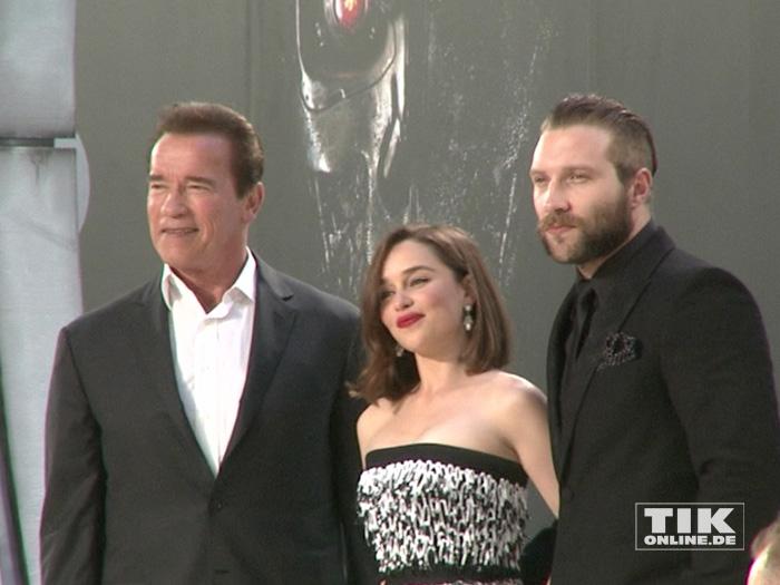 """Arnold Schwarzenegger, Emilia Clarke und Jai Courtney bei der Premiere von """"Terminator Genisys"""" in Berlin"""