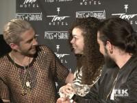 Bill und Tom Kaulitz im Gespräch mit einem Fan