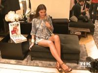 GNTM-Siegerin Vanessa Fuchs zeigt ihre langen Beine beim Fashion Cocktail des Mode-Labels Riani im KaDeWe