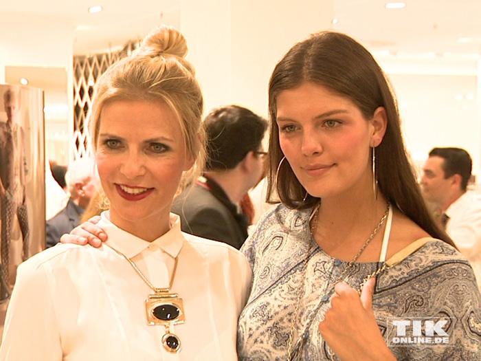 GNTM-Siegerin Vanessa Fuchs posiert beim Fashion Cocktail des Mode-Labels Riani im KaDeWe mit Tanja Bülter