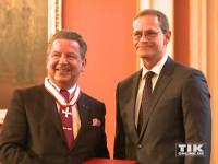 Auch KPM-Chef Jörg Woltmann erhielt von Michael Müller den Berliner Landesorden 2015