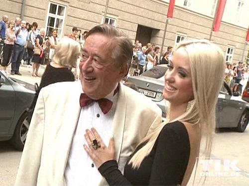 """Richard """"Mörtel"""" Lugner und seine junge Freundin Cathy Schmitz bei den Salzburger Festspielen 2014"""