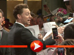 Chris Hemsworth und Tom Hiddleston im Autogramm-Marathon in Berlin