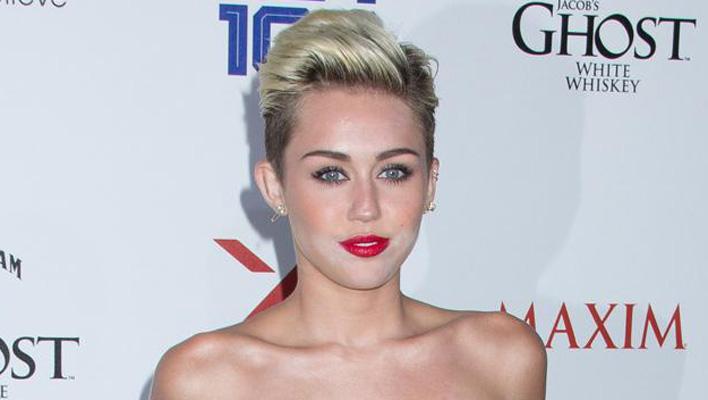 Miley Cyrus rote Lippen