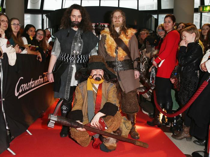 """Verkleidete Fans bei der Premiere von """"Mara und der Feuerbringer"""" (Foto: Constantin Film)"""