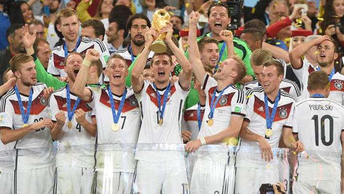 Die Nationalmannschaft jubelt (Foto: Studio Hamburg Enterprises)