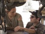 Star Wars VII Daisy Ridley und JJ Abrams (Foto: The Disney Company)