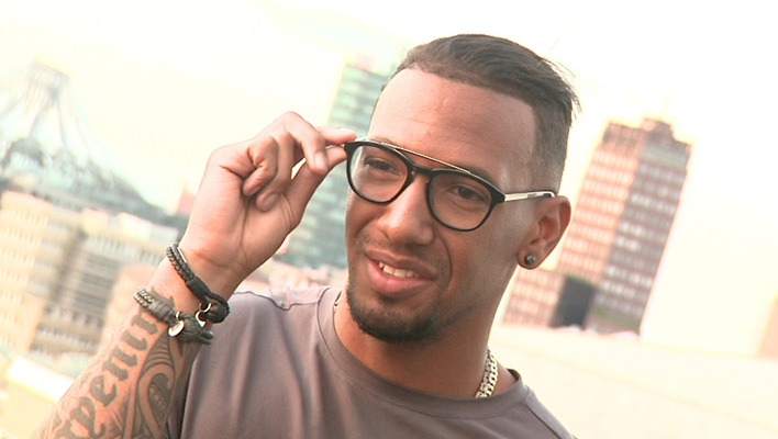jerome boateng als brillen designer wo schaut er bei frauen gern hin. Black Bedroom Furniture Sets. Home Design Ideas
