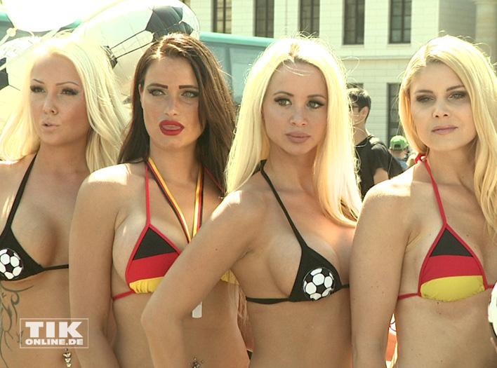 Micaela Schäfers Nackt-Grüße an die Fußball-Nationalmannschaft