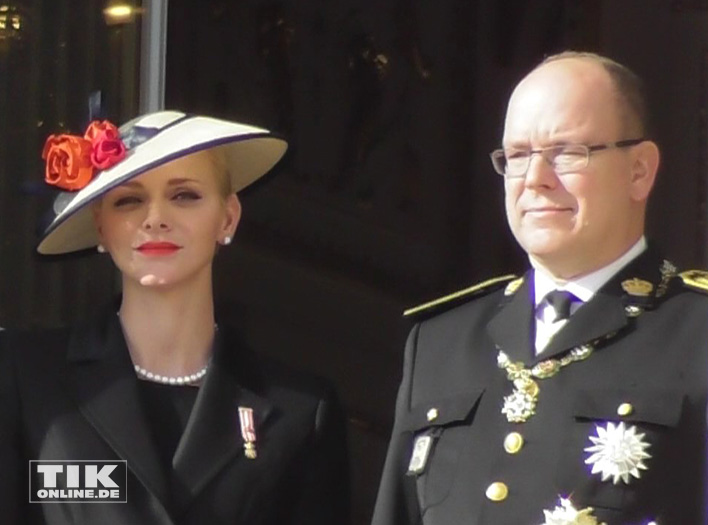 Das Fürstenpaar Albert II und Charlene von Monaco wirkten leicht unterkühlt