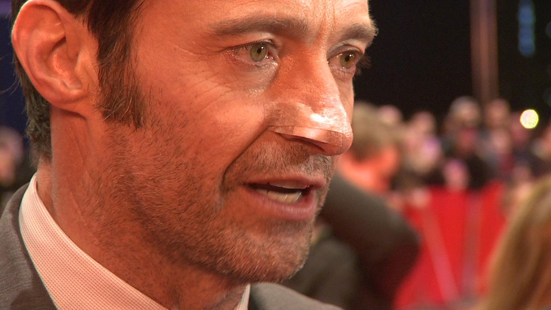 Hugh Jackman vom Krebs gezeichnet mit Verband aud der Nase
