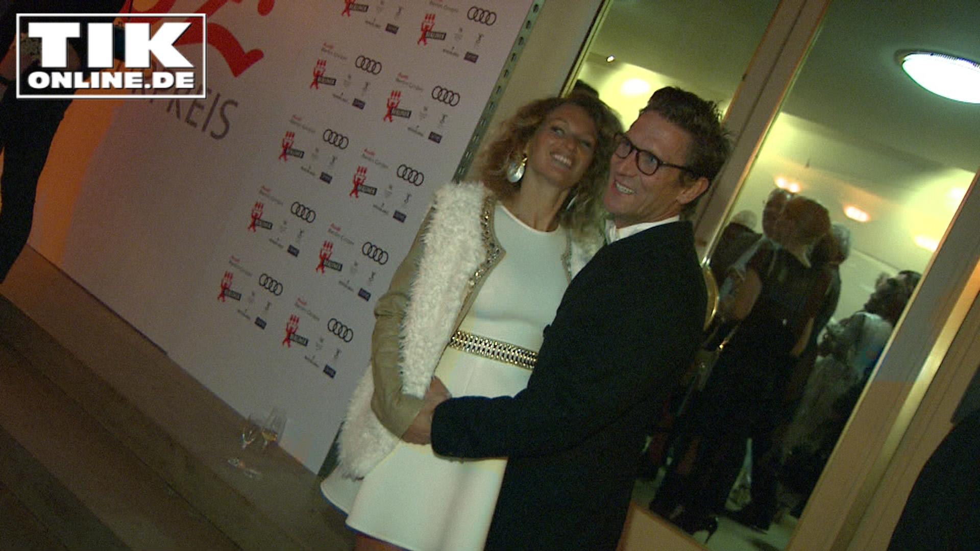 Peer Kusmagk und seine schwangere Freundin Janni Hönscheid