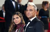 Ayda Field knutscht in Robbies Musikvideo mit einer Frau