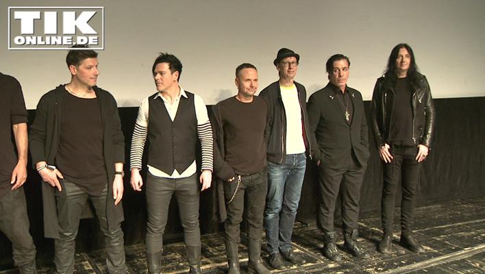 Die Band Rammstein mit Filmregisseur Jonas Akerlund (ganz rechts)
