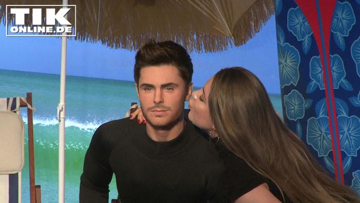 Joelina Drews küsst Zac Efrons Wachsfigur