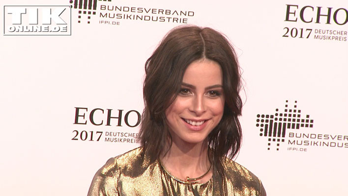 Lena Meyer Landrut in gold