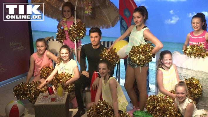 Die ALBA Junior Dancers mit  Faye Montana umringen Zac Efron