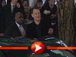 Tom Hanks und Leonardo DiCaprio belagert am Hinterausgang