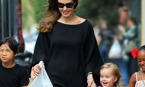 Angelina Jolie mit Pax, Vivienne und Zahara