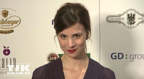 Schauspielerin Aylin Tezel Auf Dem Roten Teppich Pictures