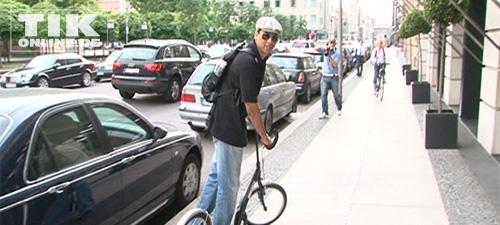 Xavier Naidoo mit Roller (Foto: HauptBruch GbR)