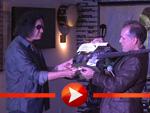 Gene Simmons übergibt dem Hard Rock Café Berlin eine Chrome Axe