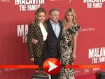 Robert de Niro posiert mit Michelle Pfeiffer und Dianna Agron in Berlin