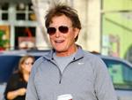 Bruce Jenner: Rot lackierte Fingernägel