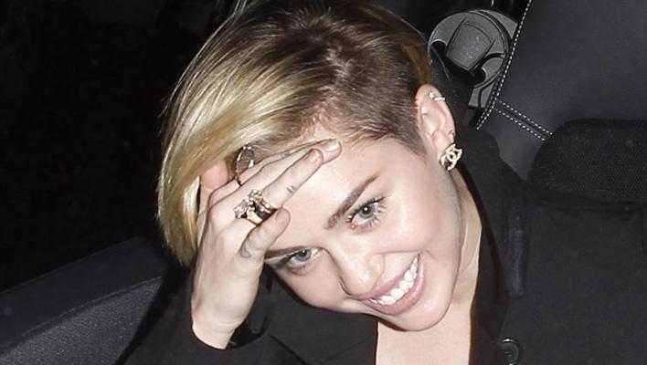 Miley Cyrus: Nackt-Selfie im Bett | TIKonline.de