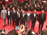 George Clooney badet in seinen Fans: Matt Damon küsst seine Frau