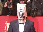 Shia LaBeoufs total verrückter Berlinale-Auftritt: Tüte über dem Kopf!