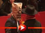 Shia LaBeouf mit Tüte über dem Kopf auf der Berlinale 2014