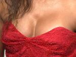 New Faces Award 2014: Wem gehört dieses sexy Dekolleté?