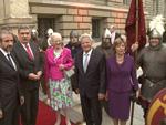 Königin Margrethe II. von Dänemark: Posiert mit Wikingern!