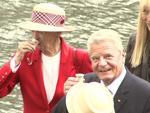 Königin Margrethe von Dänemark: Trinkt Schnaps mit Bundespräsident Joachim Gauck auf Wikingerschiff
