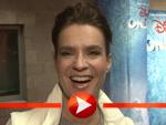 Katarina Witt mopst sich in einem persönlichen Interview den Reporter-Zettel