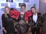 Verrückte Mode aus Jalousien: Promis feiern Marcell von Berlin