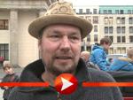 """Jürgen Vogel bei der """"Väter sagen ja""""-Demo in Berlin"""