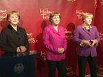 Die dreifache Angela Merkel: Gipfeltreffen im Madame Tussauds Berlin