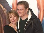 """Matthias Schweighöfer: """"Kuschelt"""" mit Mama Gitta"""